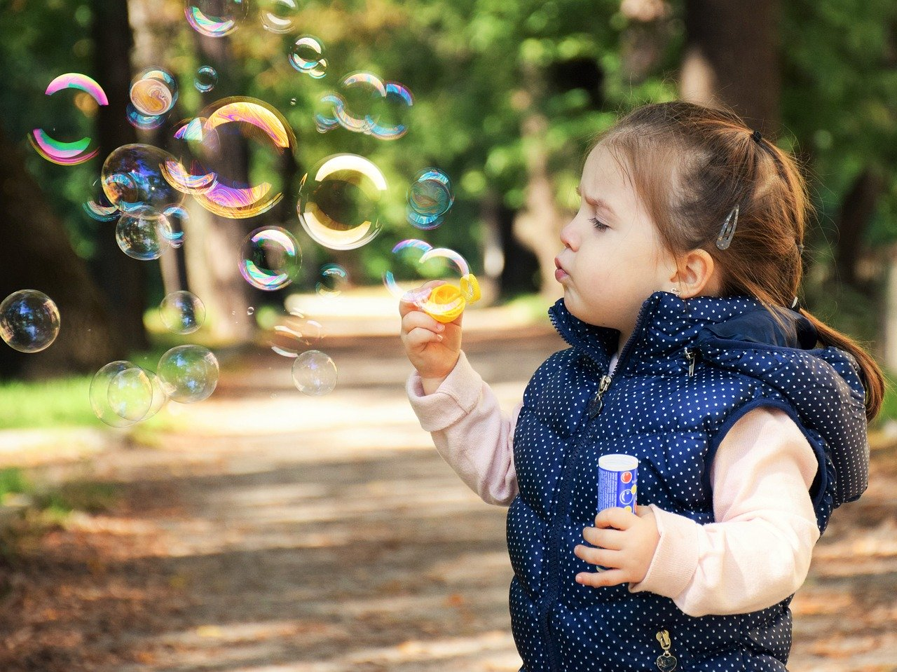Ha megfigyeltek egy kisgyermeket, ugyanezt láthatjátok nála is. Belefeledkezik abba a tevékenységbe, amit csinál. Legyen az akár játék, akár rajzolás