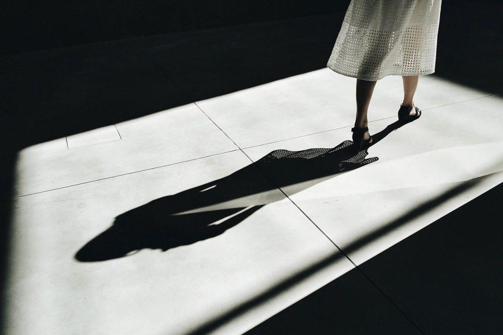 női árnyék