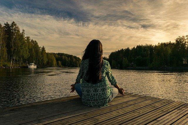 Meditálás a parton